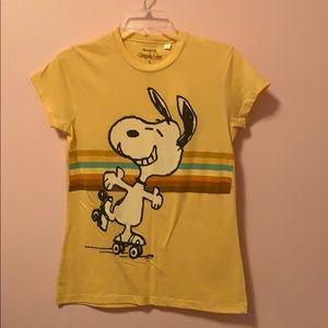 Snoopy tee shirt juniors cute yellow peanuts L NWT